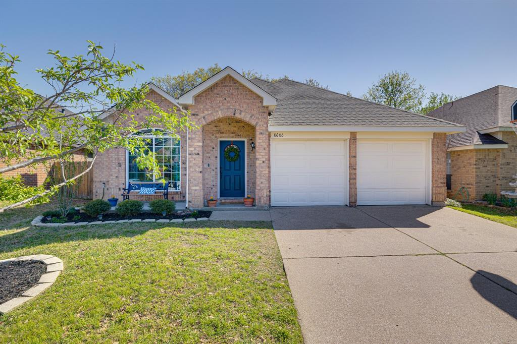 8608 Sabinas  Trail, Fort Worth, Texas 76118 - Acquisto Real Estate best plano realtor mike Shepherd home owners association expert