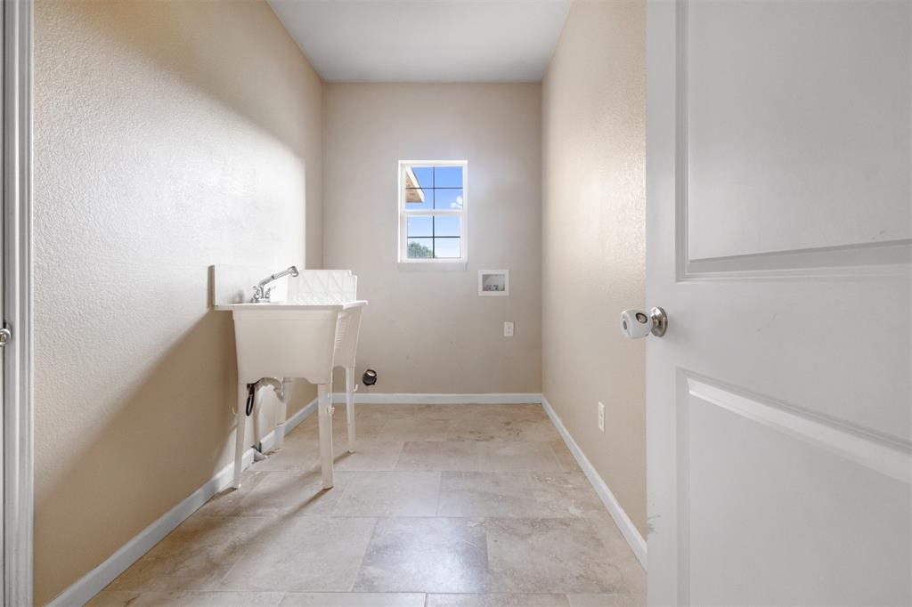 201 Bishop  Street, Alvarado, Texas 76009 - acquisto real estate best realtor foreclosure real estate mike shepeherd walnut grove realtor