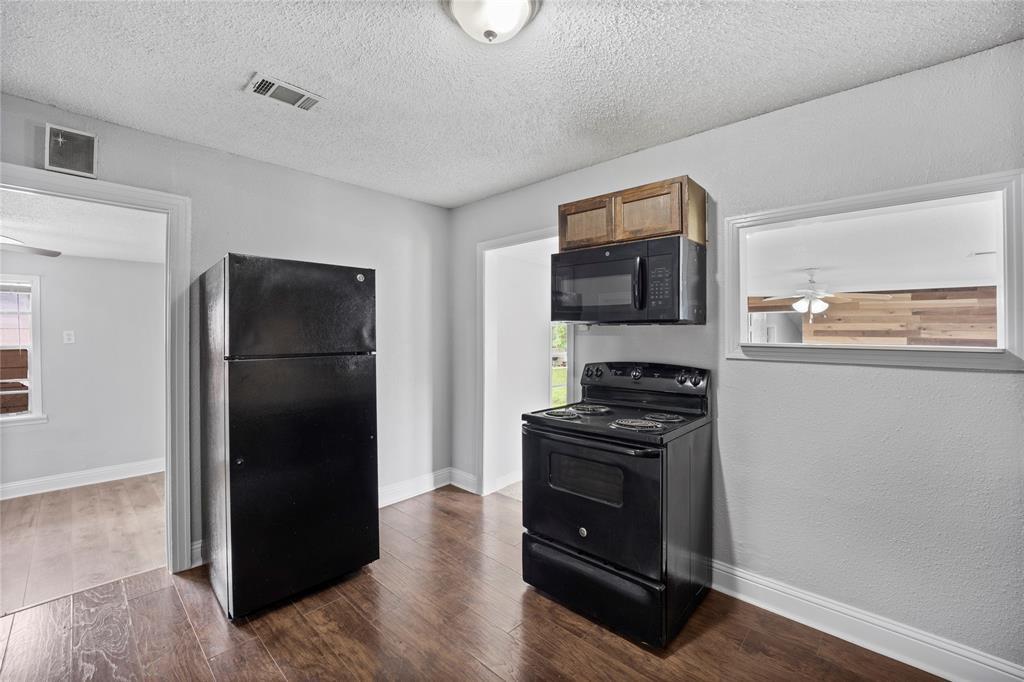 3138 Ramsey  Avenue, Dallas, Texas 75216 - acquisto real estate best celina realtor logan lawrence best dressed realtor