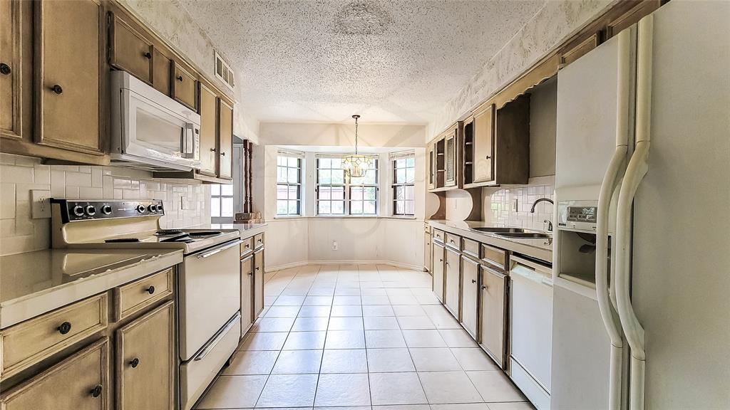 7724 Village Trail  Drive, Dallas, Texas 75254 - acquisto real estate best highland park realtor amy gasperini fast real estate service