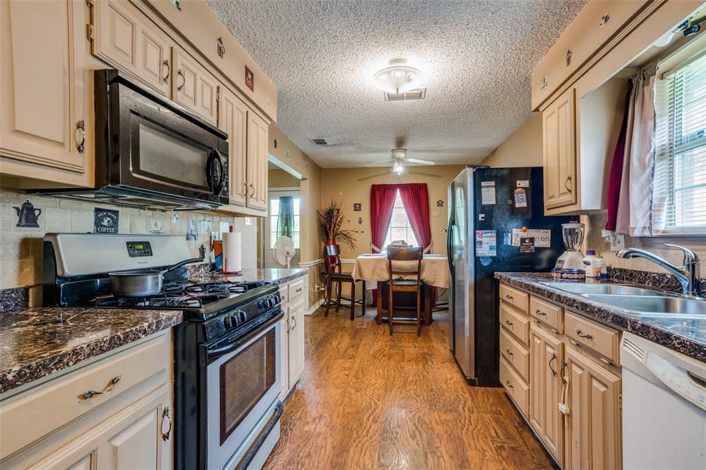3016 Eastland  Avenue, Greenville, Texas 75402 - acquisto real estate best real estate company in frisco texas real estate showings