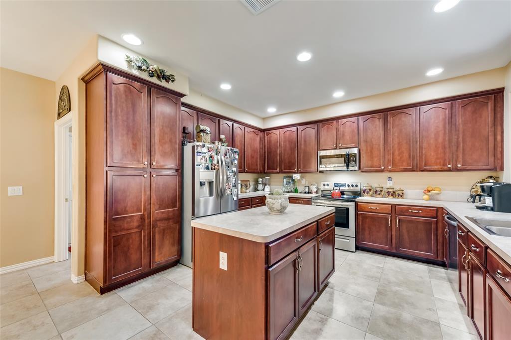 8917 Crestview  Drive, Denton, Texas 76207 - acquisto real estate best listing listing agent in texas shana acquisto rich person realtor