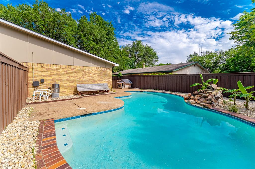 6221 Glenmoor  Drive, Garland, Texas 75043 - acquisto real estate mvp award real estate logan lawrence