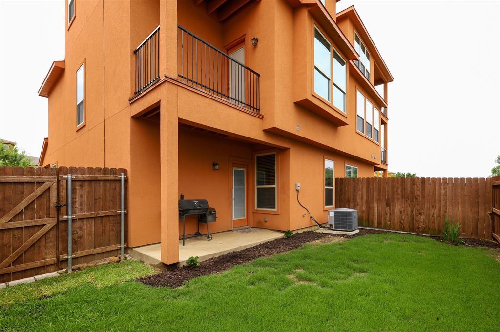 2670 Venice  Drive, Grand Prairie, Texas 75054 - acquisto real estate best realtor dfw jody daley liberty high school realtor