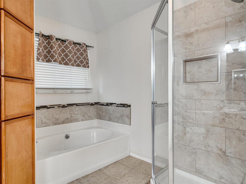 210 Mahogany  Drive, Arlington, Texas 76018 - acquisto real estate best photos for luxury listings amy gasperini quick sale real estate