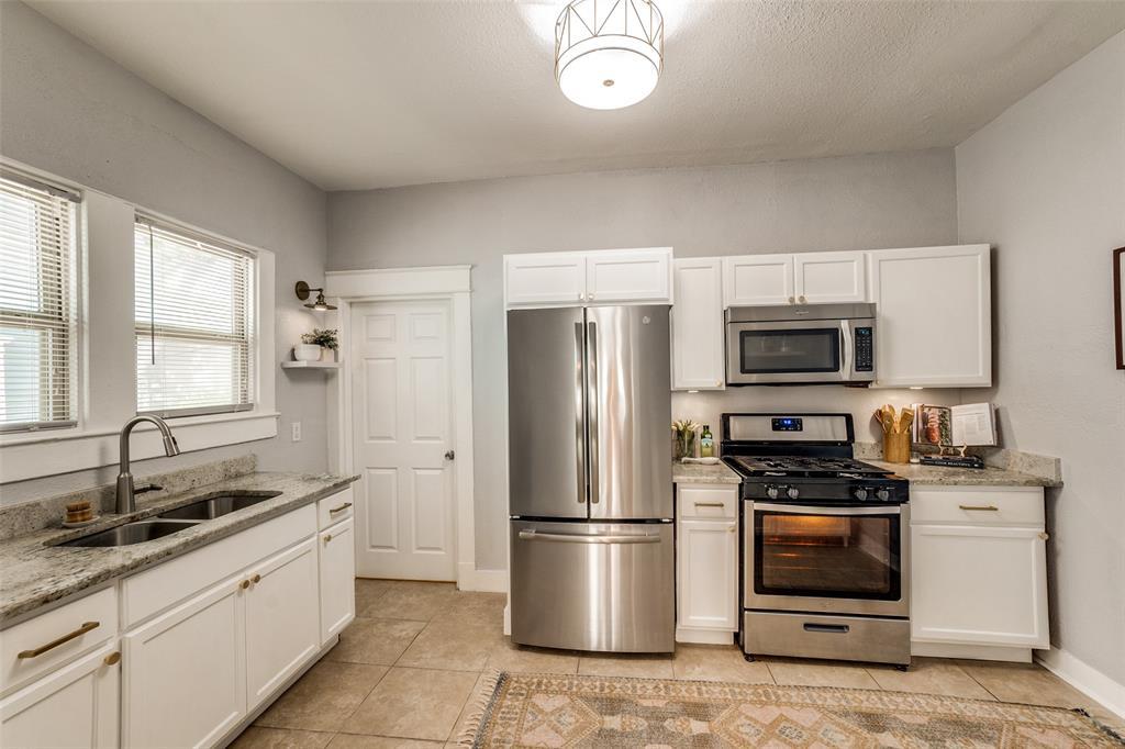 810 Elsbeth  Street, Dallas, Texas 75208 - acquisto real estate best highland park realtor amy gasperini fast real estate service