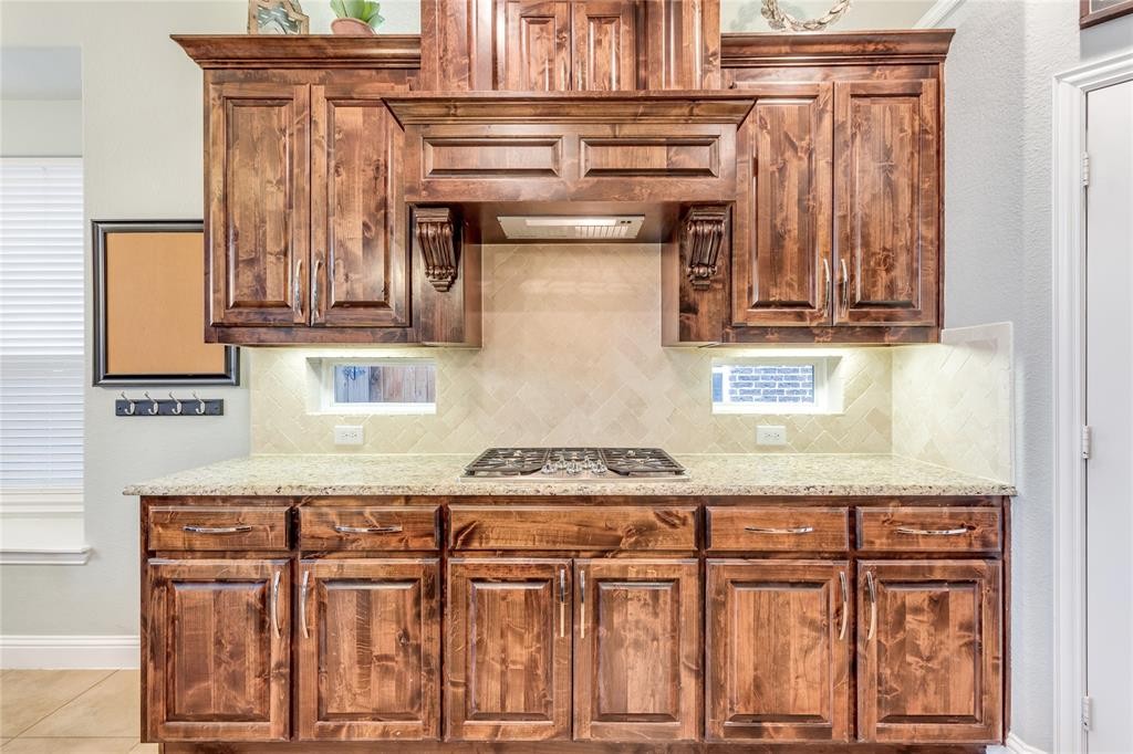 2425 Kingsgate  Drive, Little Elm, Texas 75068 - acquisto real estate best real estate company to work for