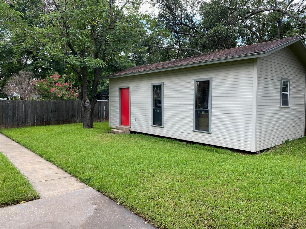 2103 High  Street, Brady, Texas 76825 - acquisto real estate best investor home specialist mike shepherd relocation expert