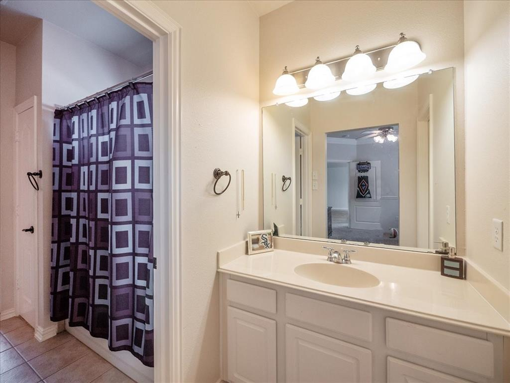 636 Campolina  Drive, Grand Prairie, Texas 75052 - acquisto real estate best park cities realtor kim miller best staging agent