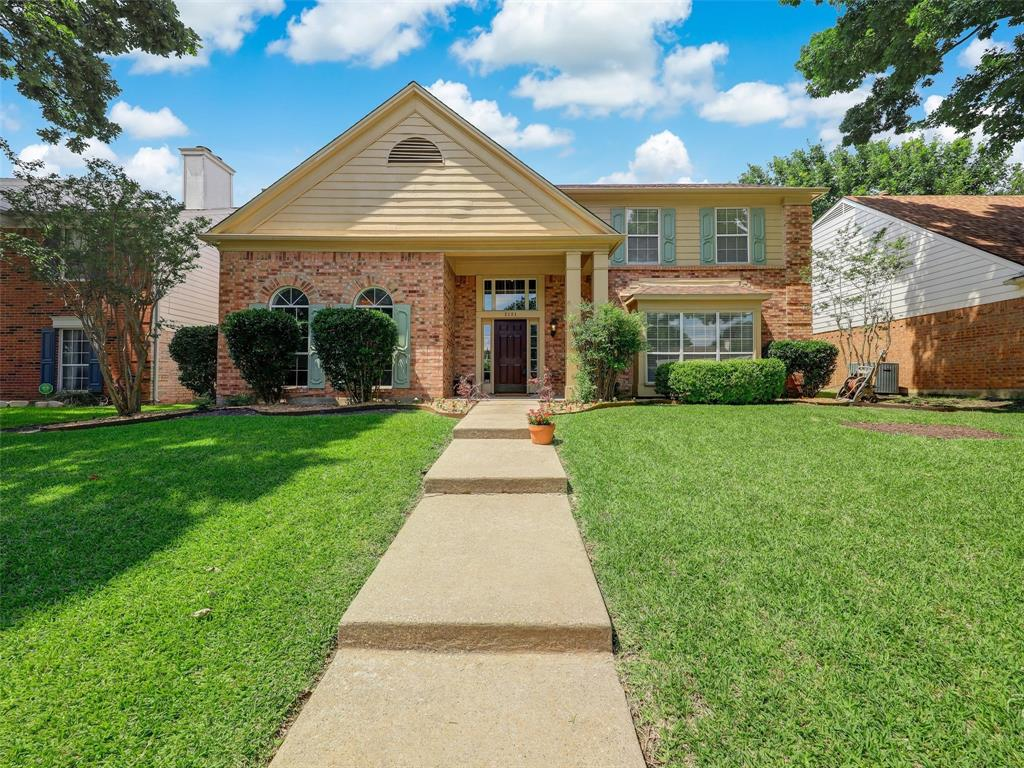 2121 Lansdown  Drive, Carrollton, Texas 75010 - Acquisto Real Estate best plano realtor mike Shepherd home owners association expert