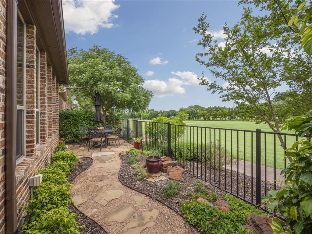 814 Winterwood  Court, Garland, Texas 75044 - acquisto real estate best frisco real estate agent amy gasperini panther creek realtor