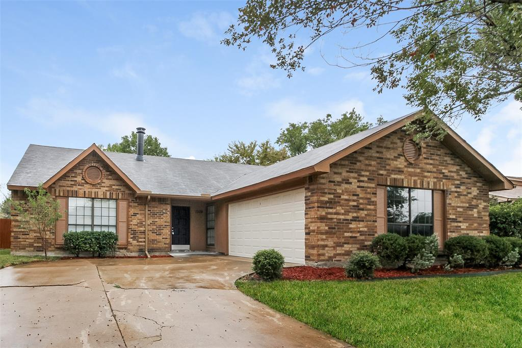1509 Lewis  Trail, Grand Prairie, Texas 75052 - Acquisto Real Estate best plano realtor mike Shepherd home owners association expert