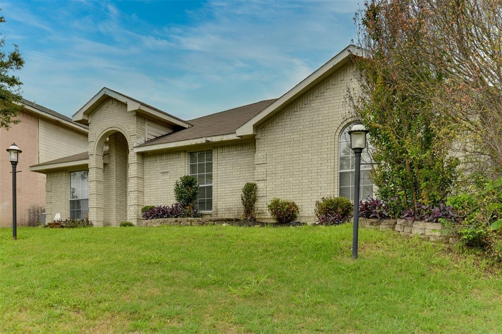 8715 Woodrigg  Drive, Dallas, Texas 75249 - acquisto real estate best realtor dfw jody daley liberty high school realtor