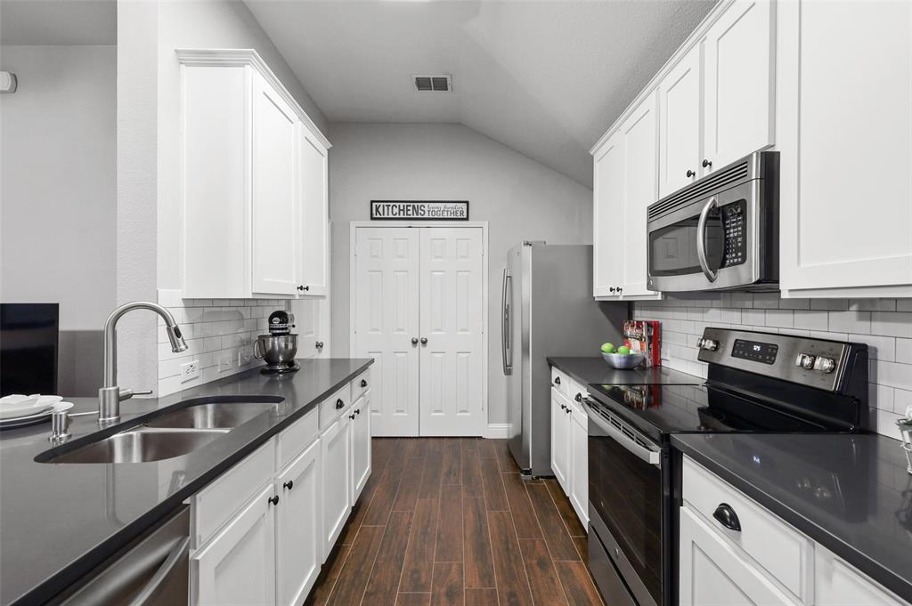 1432 Castlegar  Lane, Fort Worth, Texas 76247 - Acquisto Real Estate best mckinney realtor hannah ewing stonebridge ranch expert