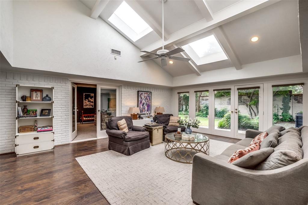 4240 Glenaire  Drive, Dallas, Texas 75229 - acquisto real estate best flower mound realtor jody daley lake highalands agent of the year