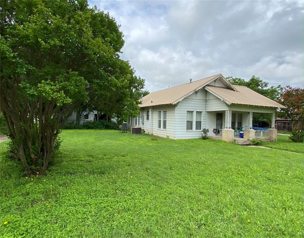 712 Henry  Street, Hamilton, Texas 76531 - Acquisto Real Estate best plano realtor mike Shepherd home owners association expert
