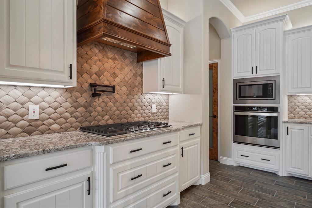 725 Glade Park  Court, Azle, Texas 76020 - acquisto real estate best new home sales realtor linda miller executor real estate