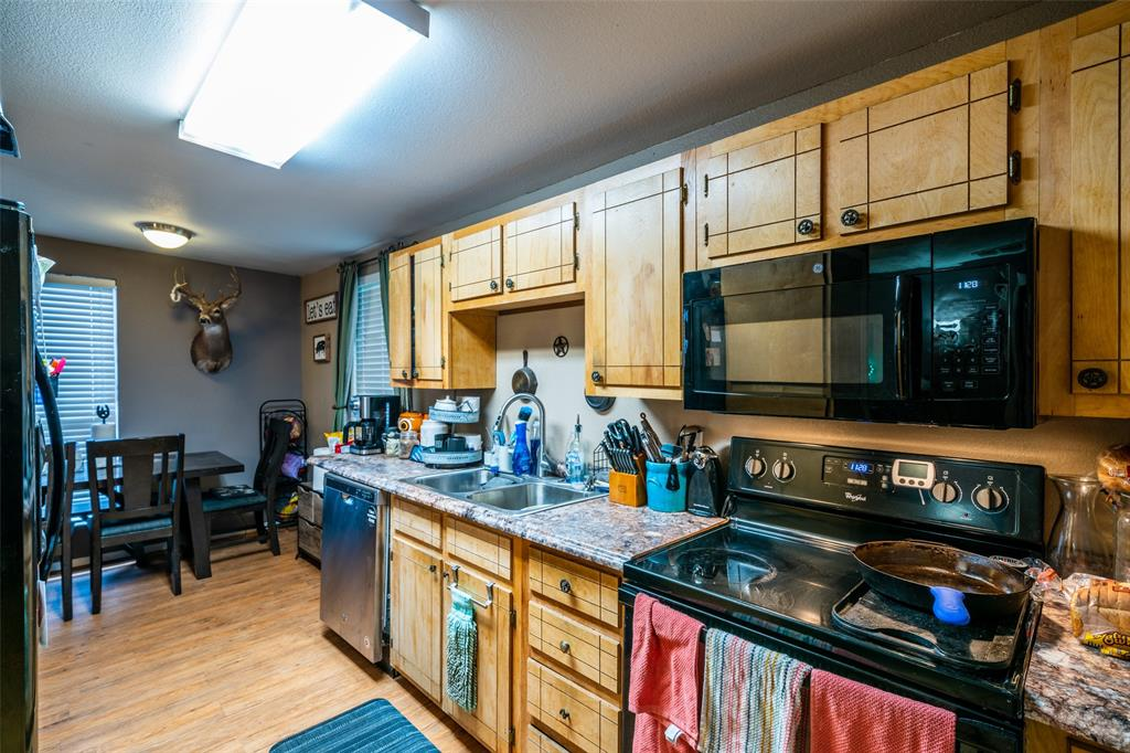 221 Sunrise  Court, Palmer, Texas 75152 - acquisto real estate best park cities realtor kim miller best staging agent