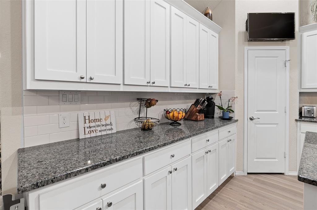 4014 Kensington  Drive, Sanger, Texas 76266 - acquisto real estate best designer and realtor hannah ewing kind realtor