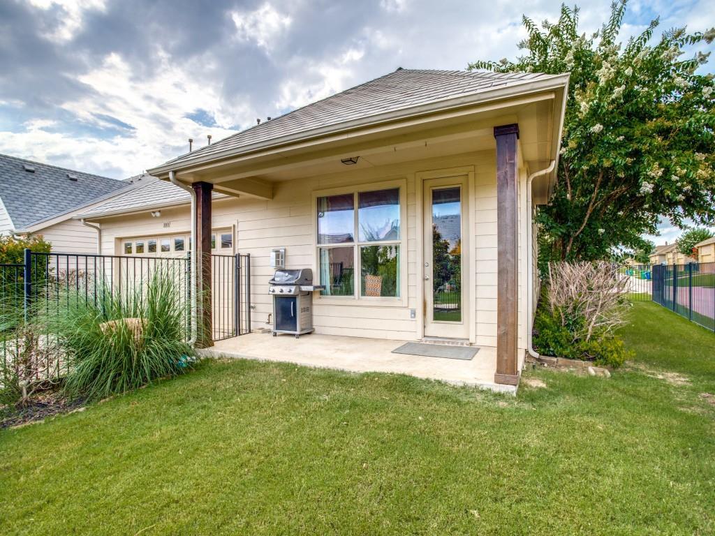 8001 Keechie  Drive, McKinney, Texas 75070 - acquisto real estate best realtor foreclosure real estate mike shepeherd walnut grove realtor