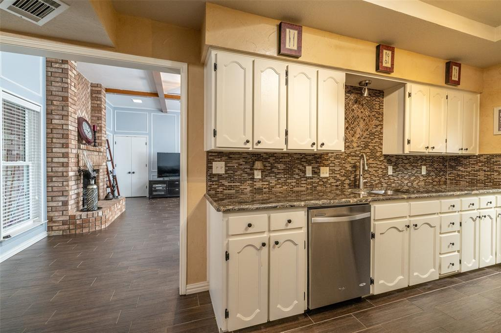 802 Glenn  Drive, Euless, Texas 76039 - acquisto real estate best realtor foreclosure real estate mike shepeherd walnut grove realtor