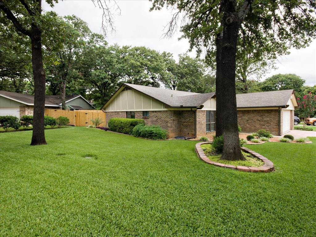 4700 Lone Oak  Drive, Arlington, Texas 76017 - acquisto real estate best negotiating realtor linda miller declutter realtor