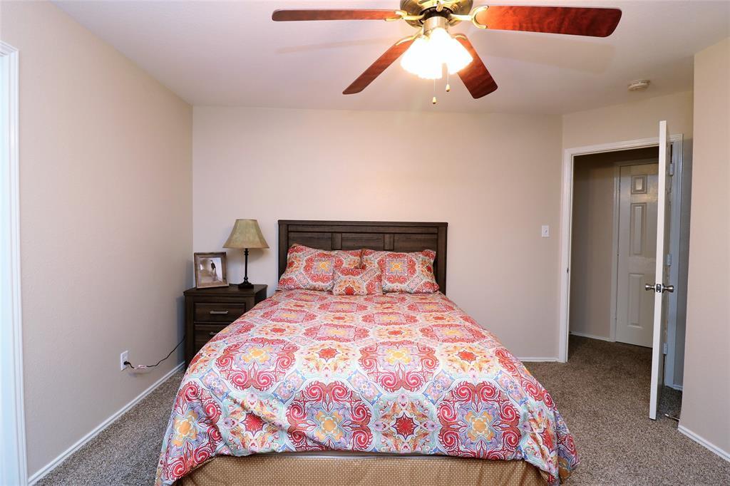 2208 Eden Green  Drive, Arlington, Texas 76001 - acquisto real estate best realtor foreclosure real estate mike shepeherd walnut grove realtor