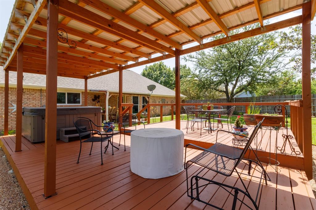 111 Suburban  Drive, Ovilla, Texas 75154 - acquisto real estate best plano real estate agent mike shepherd