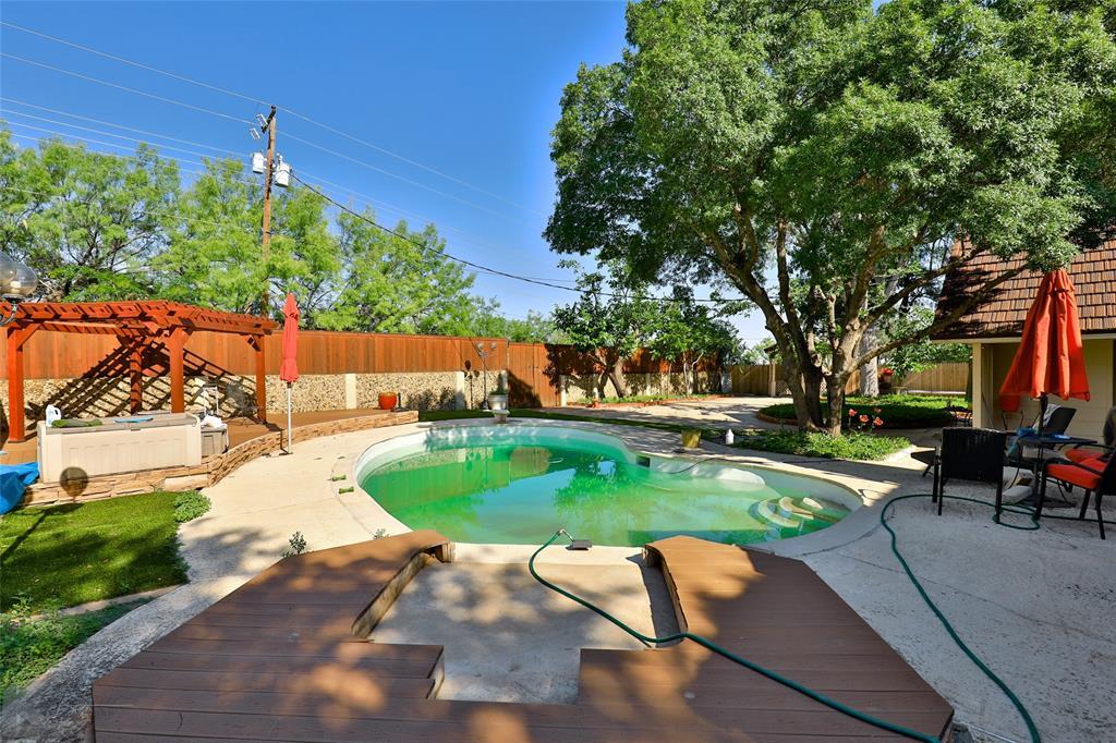 1600 Kiowa  Drive, Big Spring, Texas 79720 - acquisto real estate best park cities realtor kim miller best staging agent