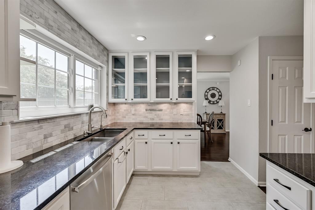 528 Yellowstone  Drive, Grapevine, Texas 76051 - acquisto real estate best designer and realtor hannah ewing kind realtor