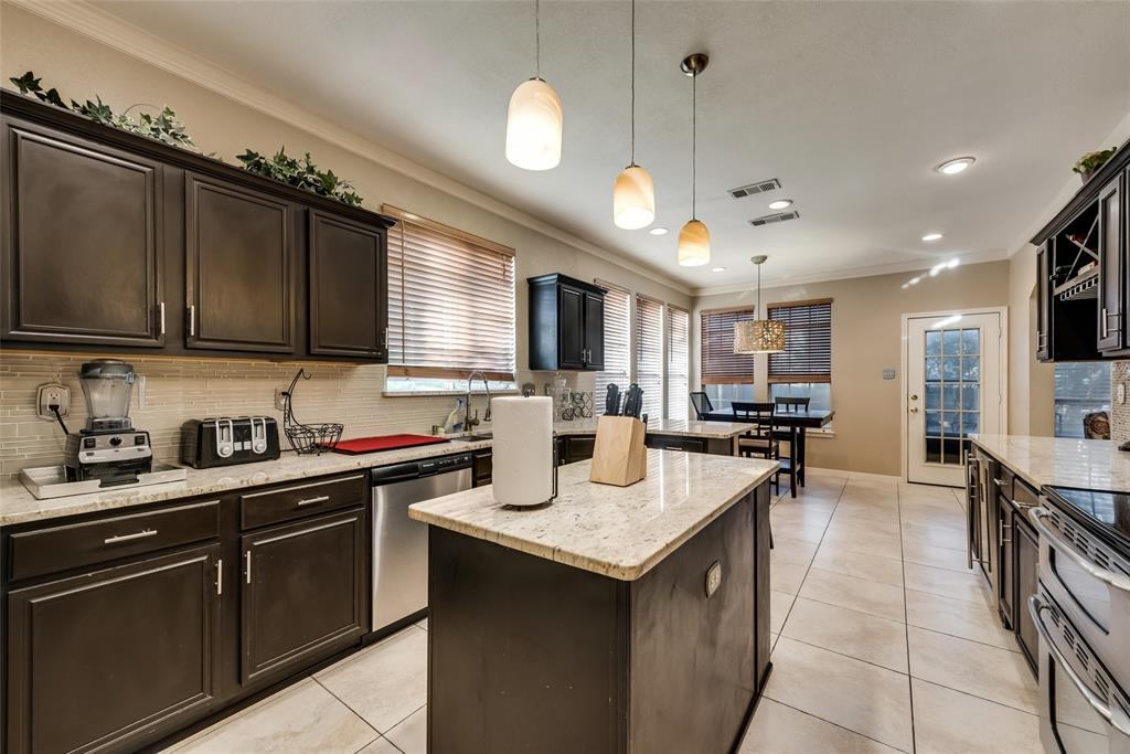 6319 Pierce Arrow  Drive, Arlington, Texas 76001 - acquisto real estate best real estate company to work for