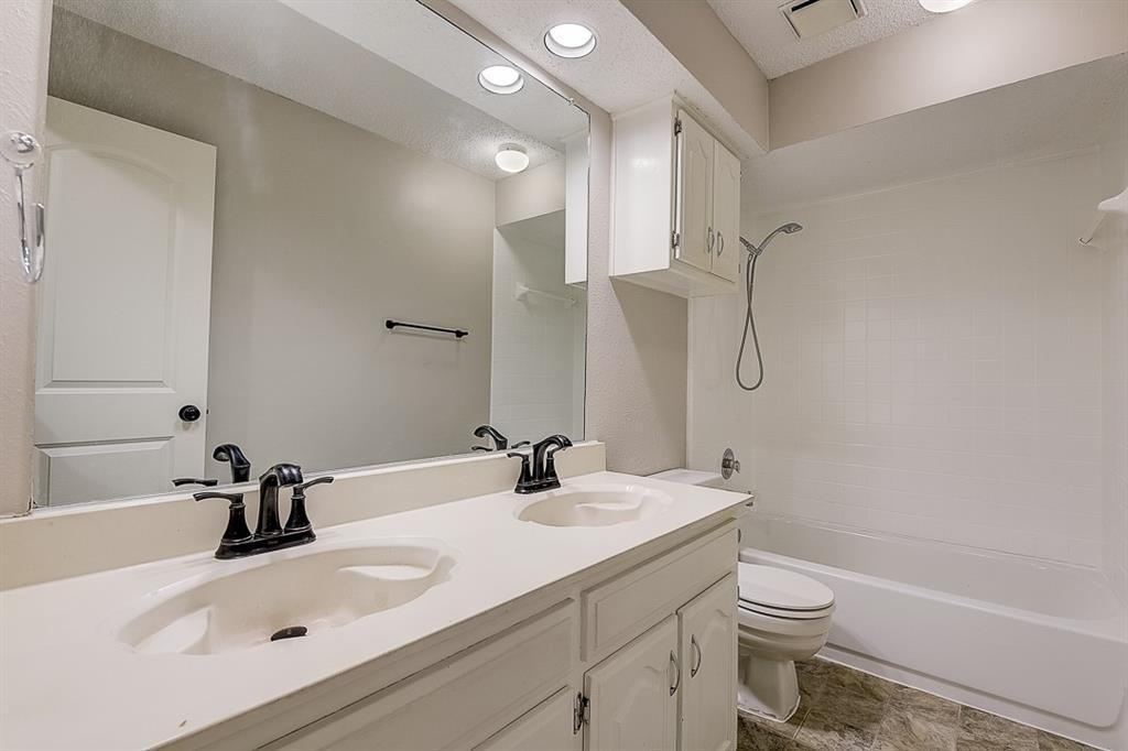 405 Kingsbridge  Court, Garland, Texas 75040 - acquisto real estate best photo company frisco 3d listings