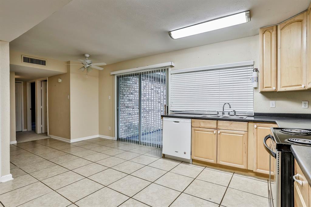 2800 Treeview  Drive, Arlington, Texas 76016 - acquisto real estate best luxury buyers agent in texas shana acquisto inheritance realtor