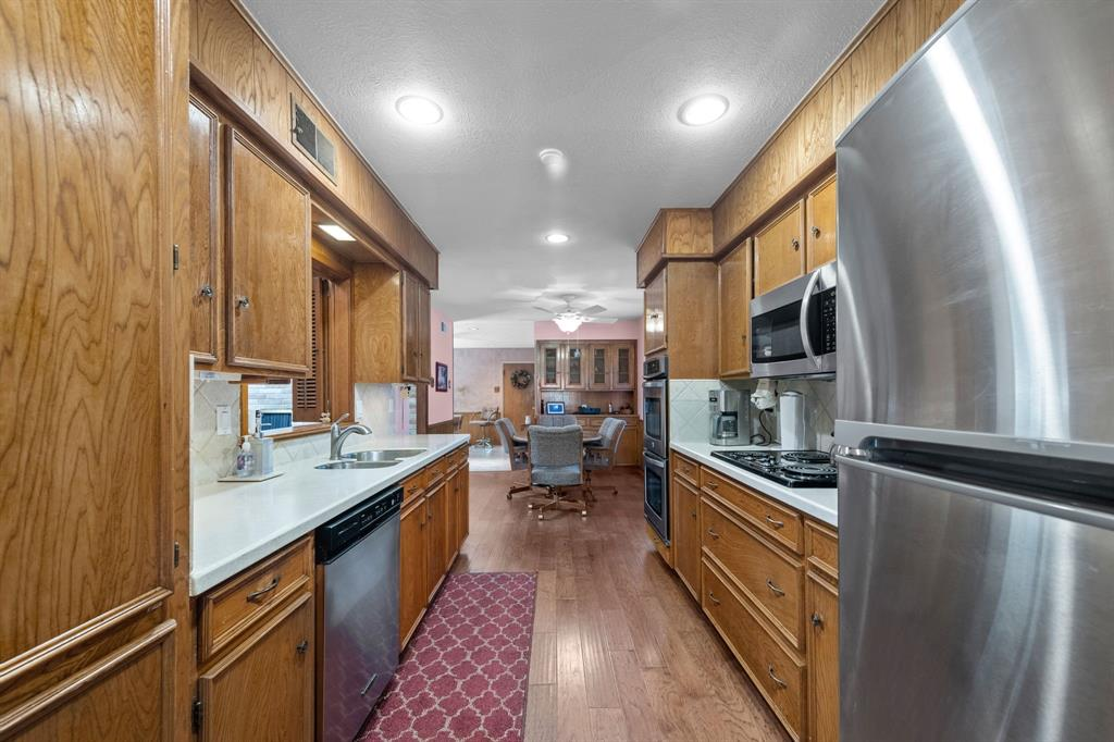 3232 Catamore  Lane, Dallas, Texas 75229 - acquisto real estate best realtor dallas texas linda miller agent for cultural buyers