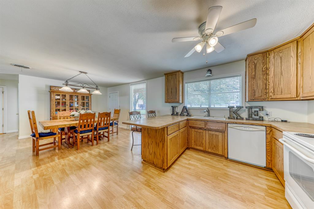 1957 Deer Trail  Road, Possum Kingdom Lake, Texas 76449 - acquisto real estate best investor home specialist mike shepherd relocation expert