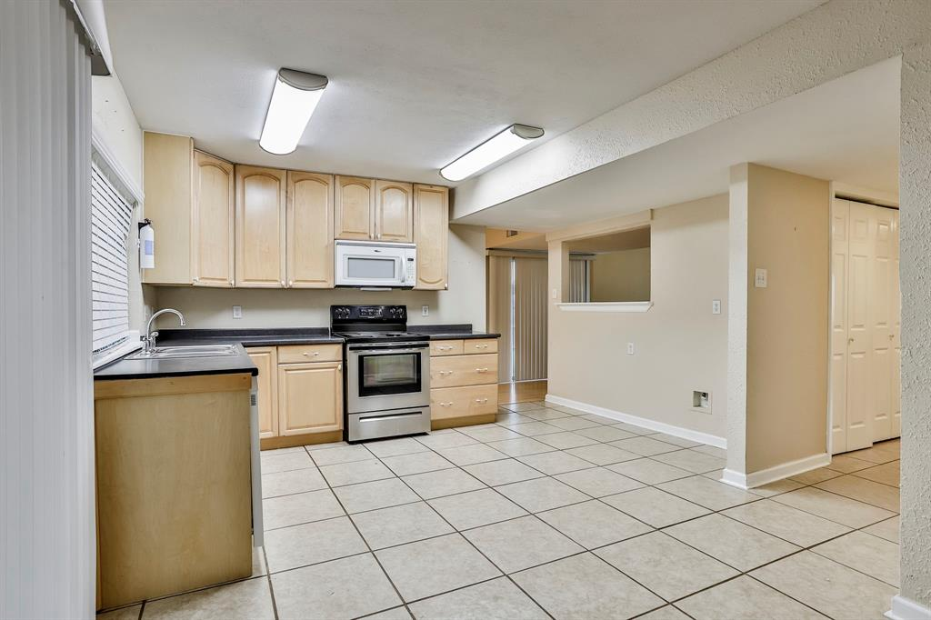 2800 Treeview  Drive, Arlington, Texas 76016 - acquisto real estate best new home sales realtor linda miller executor real estate