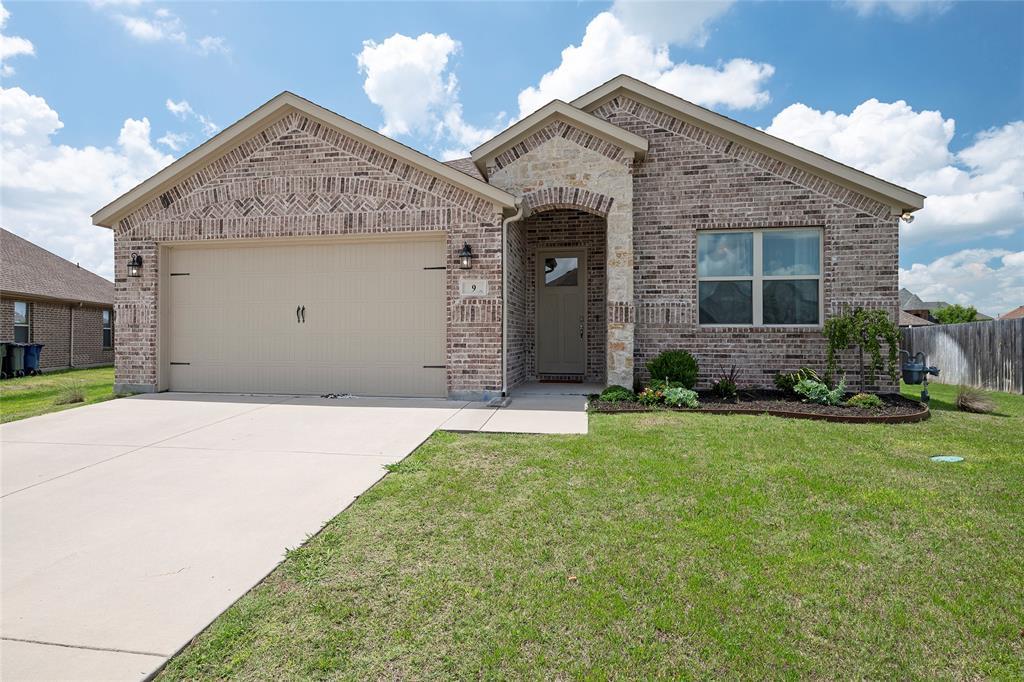 9 Bluebird  Lane, Sanger, Texas 76266 - Acquisto Real Estate best plano realtor mike Shepherd home owners association expert