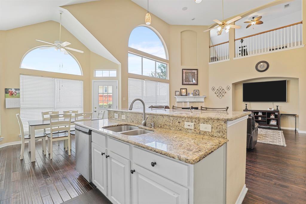 4204 Debbie  Drive, Grand Prairie, Texas 75052 - acquisto real estate best listing agent in the nation shana acquisto estate realtor