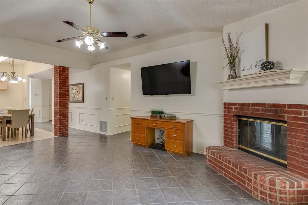 415 Sea Rim  Drive, Arlington, Texas 76018 - acquisto real estate best new home sales realtor linda miller executor real estate