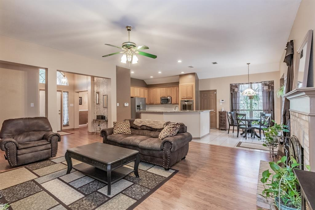 201 Jaime Jack  Drive, Grand Prairie, Texas 75052 - acquisto real estate best real estate company to work for
