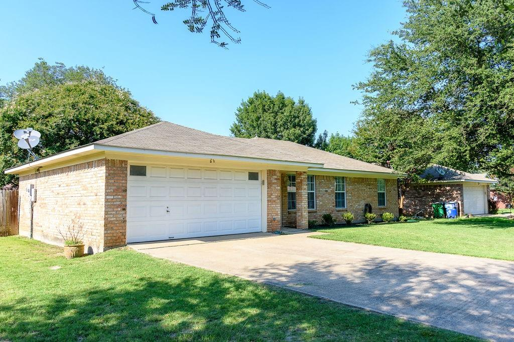 206 Hackberry  Drive, Greenville, Texas 75402 - Acquisto Real Estate best plano realtor mike Shepherd home owners association expert