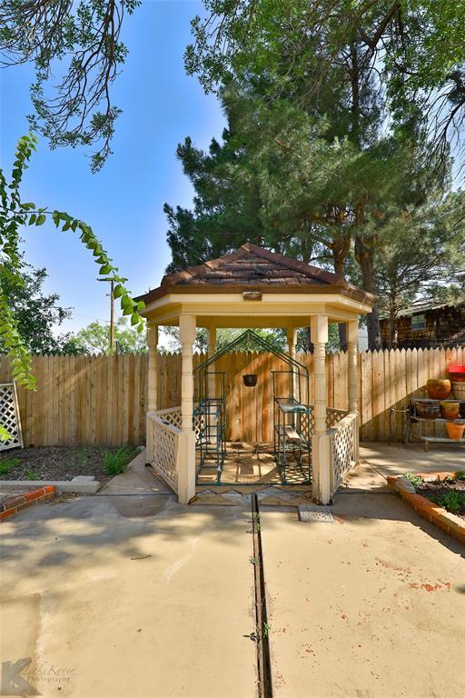 1600 Kiowa  Drive, Big Spring, Texas 79720 - acquisto real estate agent of the year mike shepherd