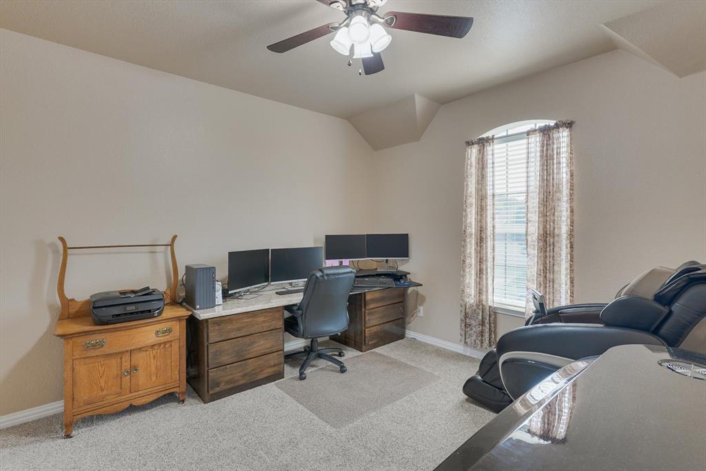 4821 Lemon Grove  Drive, Fort Worth, Texas 76135 - acquisto real estate best negotiating realtor linda miller declutter realtor