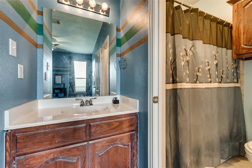 1205 Lone Star  Boulevard, Talty, Texas 75160 - acquisto real estate best negotiating realtor linda miller declutter realtor