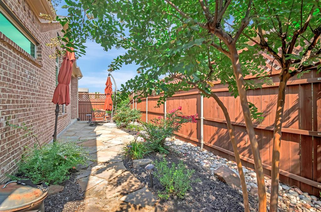 417 Chestnut  Lane, Roanoke, Texas 76262 - acquisto real estate best frisco real estate agent amy gasperini panther creek realtor