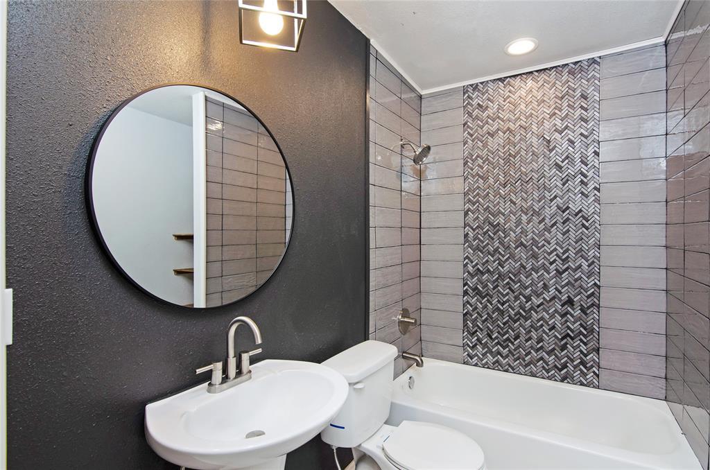 1207 Se 2nd  Avenue, Mineral Wells, Texas 76067 - acquisto real estate best highland park realtor amy gasperini fast real estate service