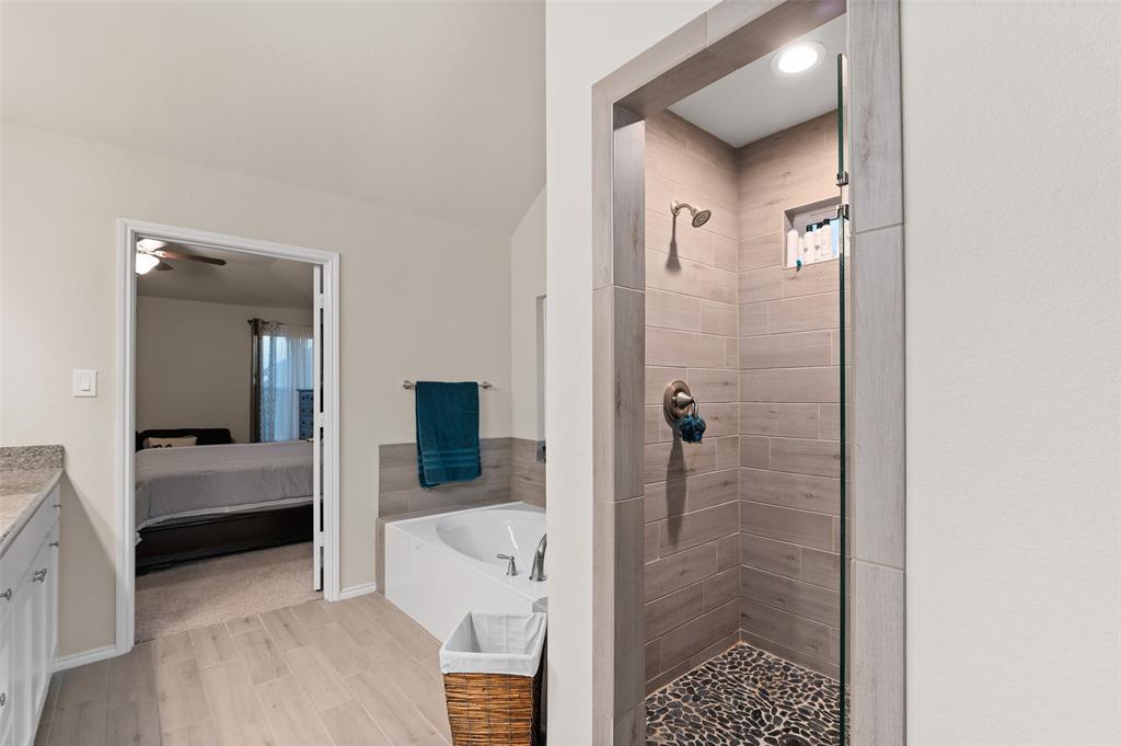 4014 Kensington  Drive, Sanger, Texas 76266 - acquisto real estate best listing photos hannah ewing mckinney real estate expert