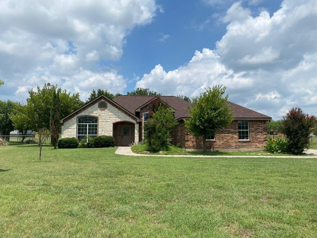 123 Fossil Rock  Drive, Azle, Texas 76020 - Acquisto Real Estate best plano realtor mike Shepherd home owners association expert