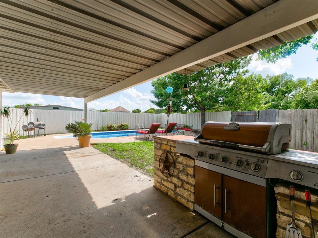 2830 Oakdale  Drive, Burleson, Texas 76028 - acquisto real estate mvp award real estate logan lawrence
