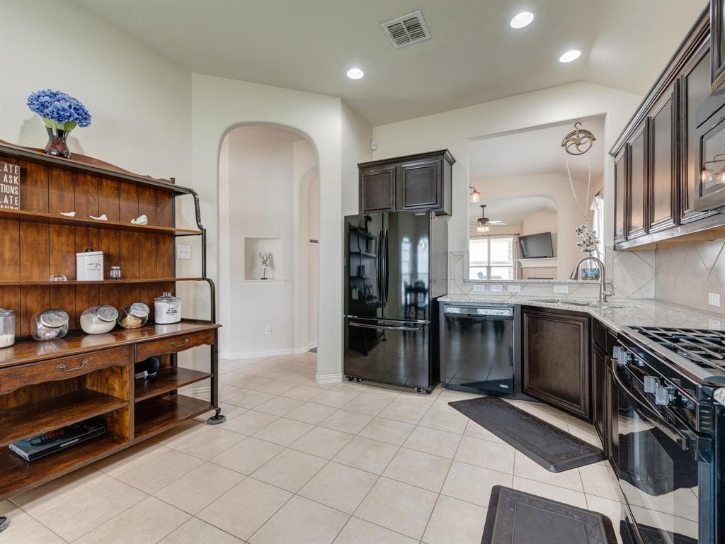 929 Viburnum  Drive, Fort Worth, Texas 76131 - acquisto real estate best highland park realtor amy gasperini fast real estate service